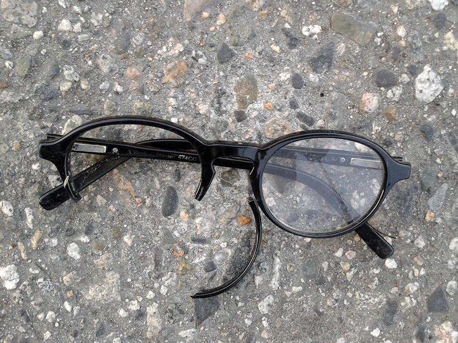 Òptica Suprem Vic - Taller de reparació d'ulleres trencades